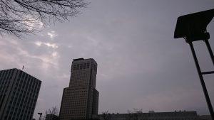 4月3日朝 どんより曇り空の札幌中心部
